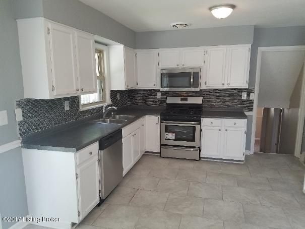 Additional photo for property listing at 10901 Torrington Road 10901 Torrington Road Louisville, Kentucky 40272 United States