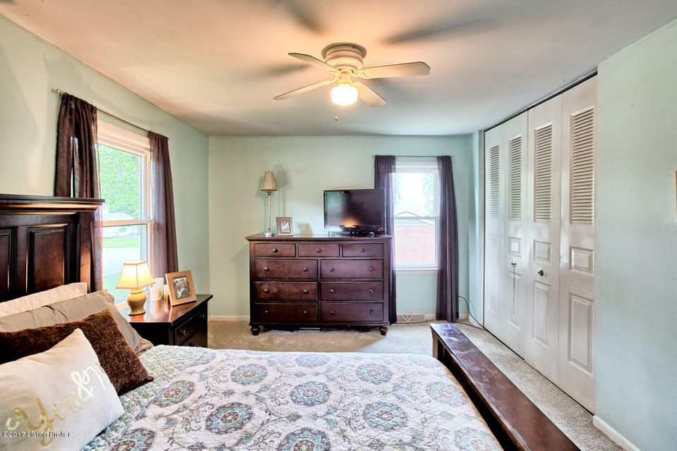 Additional photo for property listing at 1502 Carlimar Lane  Louisville, Kentucky 40222 United States