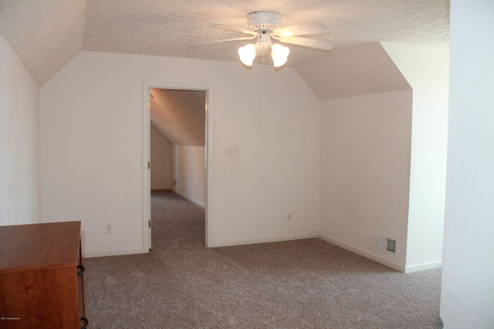 Additional photo for property listing at 534 Shady Brook Lane  Louisville, Kentucky 40229 United States