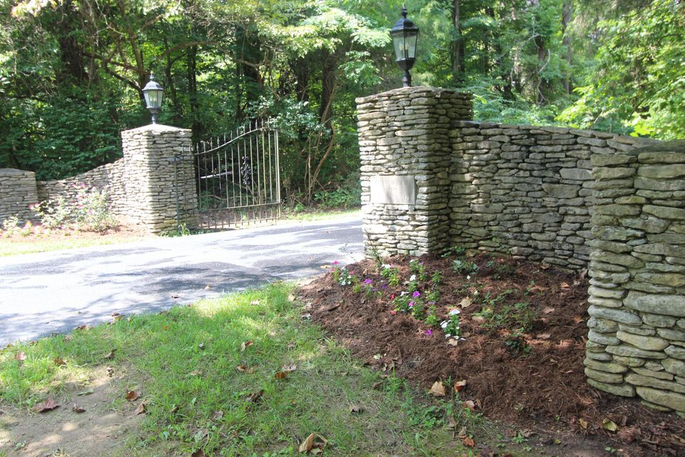 Additional photo for property listing at 8421 Pine Valley Trail  Louisville, Kentucky 40229 United States