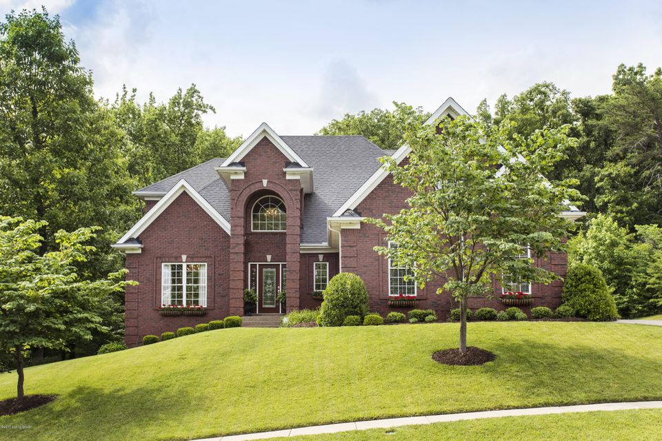 Single Family Home for Sale at 7903 Wooded Ridge Drive Louisville, Kentucky 40214 United States