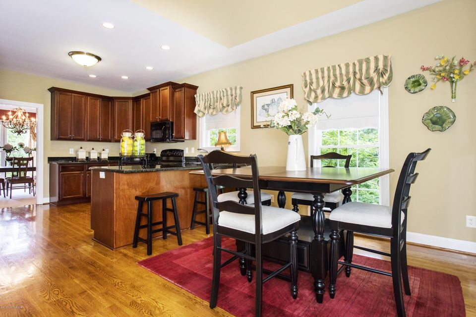 Additional photo for property listing at 7903 Wooded Ridge Drive  Louisville, Kentucky 40214 United States