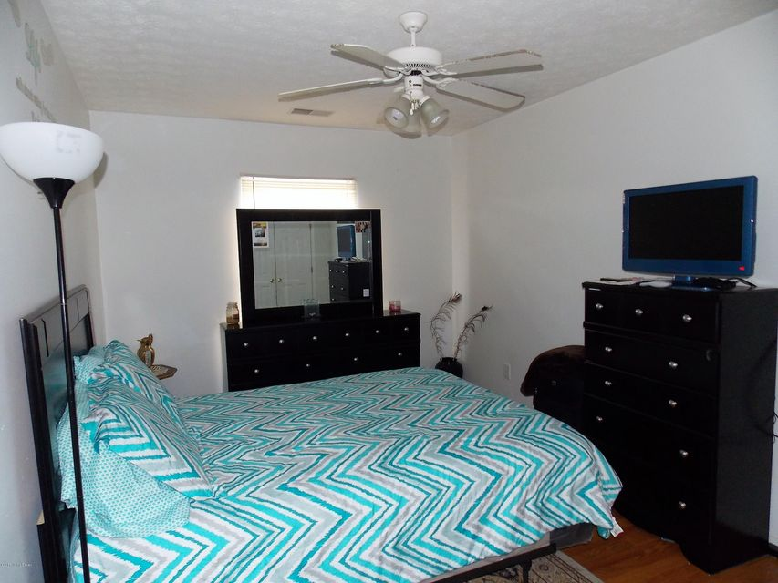 Additional photo for property listing at 8207 Bronston Way  Louisville, Kentucky 40228 United States