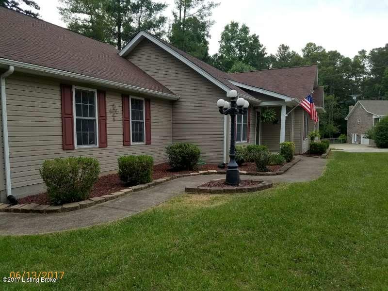 Single Family Home for Sale at 220 Pine Ridge Drive Brandenburg, Kentucky 40108 United States