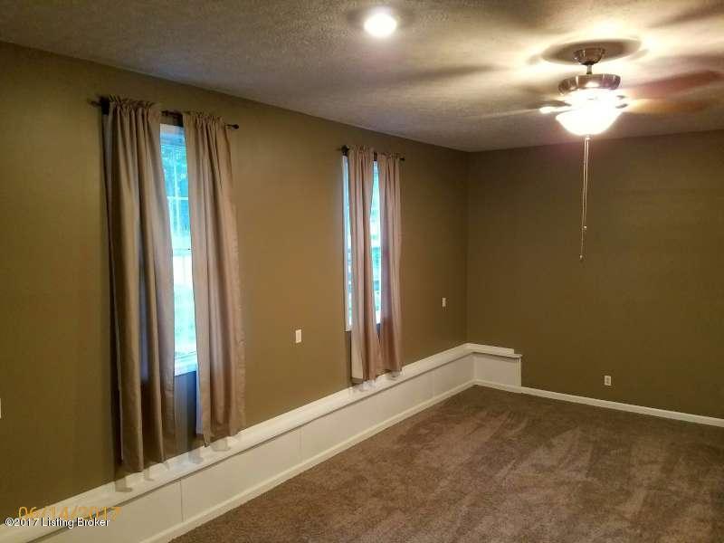 Additional photo for property listing at 220 Pine Ridge Drive  Brandenburg, Kentucky 40108 United States