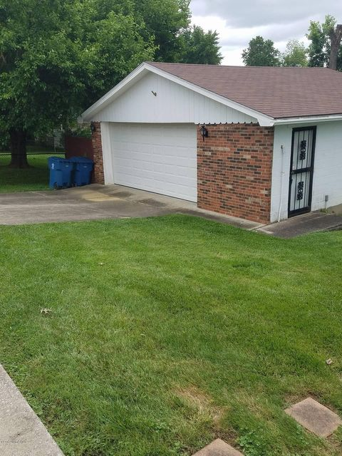 Additional photo for property listing at 9003 Annlou Drive  Louisville, Kentucky 40272 United States