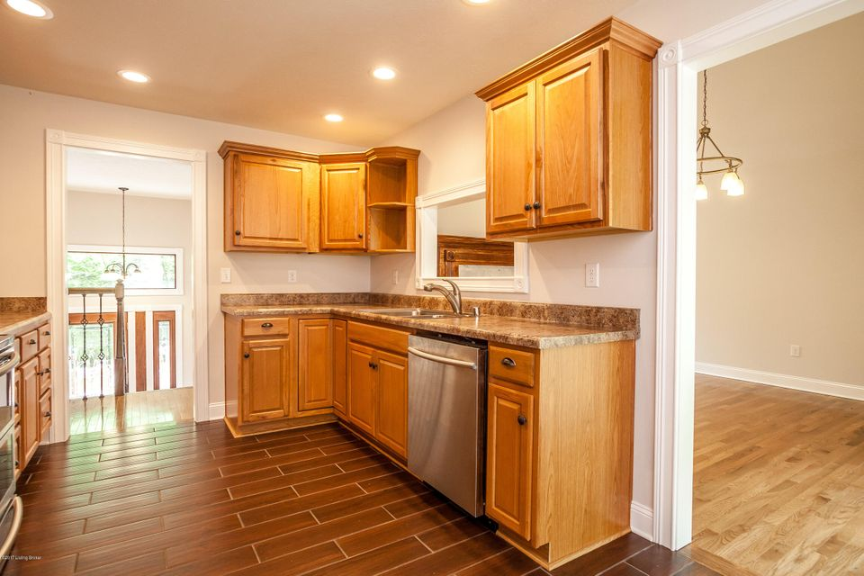 Additional photo for property listing at 3611 Blevins Gap Road 3611 Blevins Gap Road Louisville, Kentucky 40272 United States