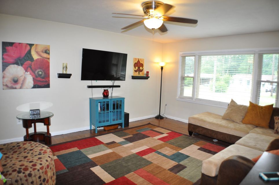 Additional photo for property listing at 5408 Deering Heights Drive  Louisville, Kentucky 40272 United States