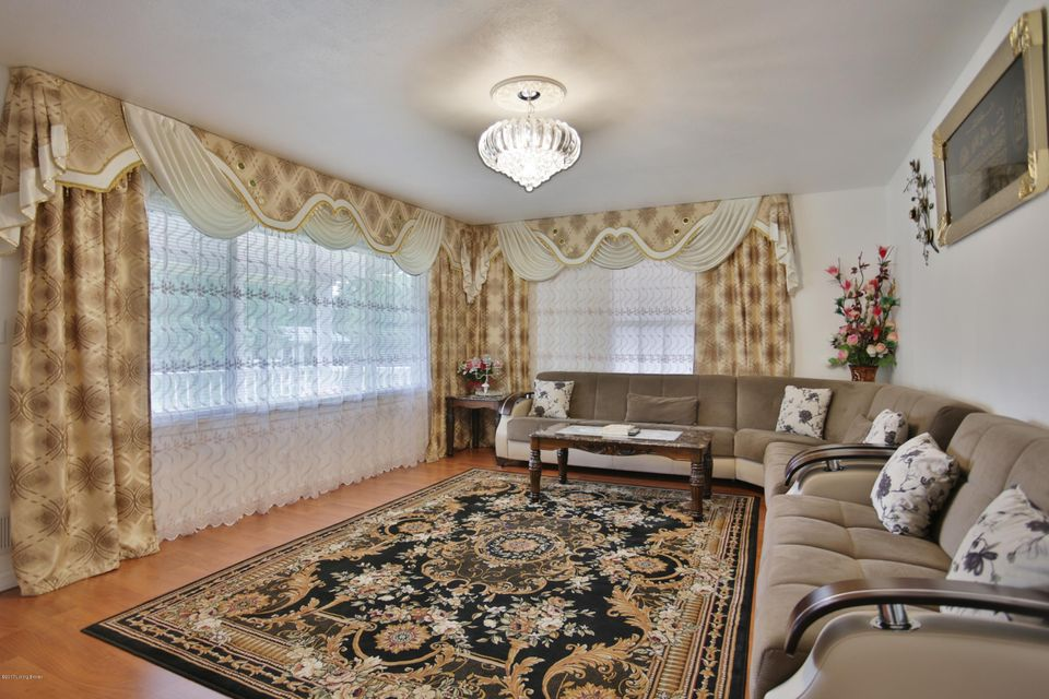 Additional photo for property listing at 3129 Kaye Lawn Drive 3129 Kaye Lawn Drive Louisville, Kentucky 40220 United States