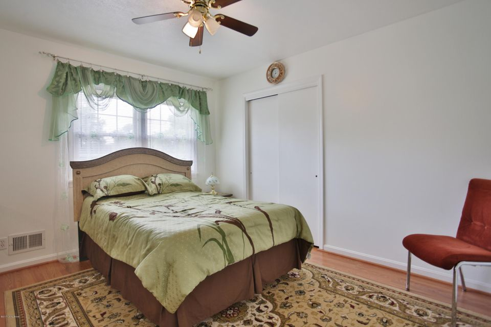 Additional photo for property listing at 3129 Kaye Lawn Drive  Louisville, Kentucky 40220 United States