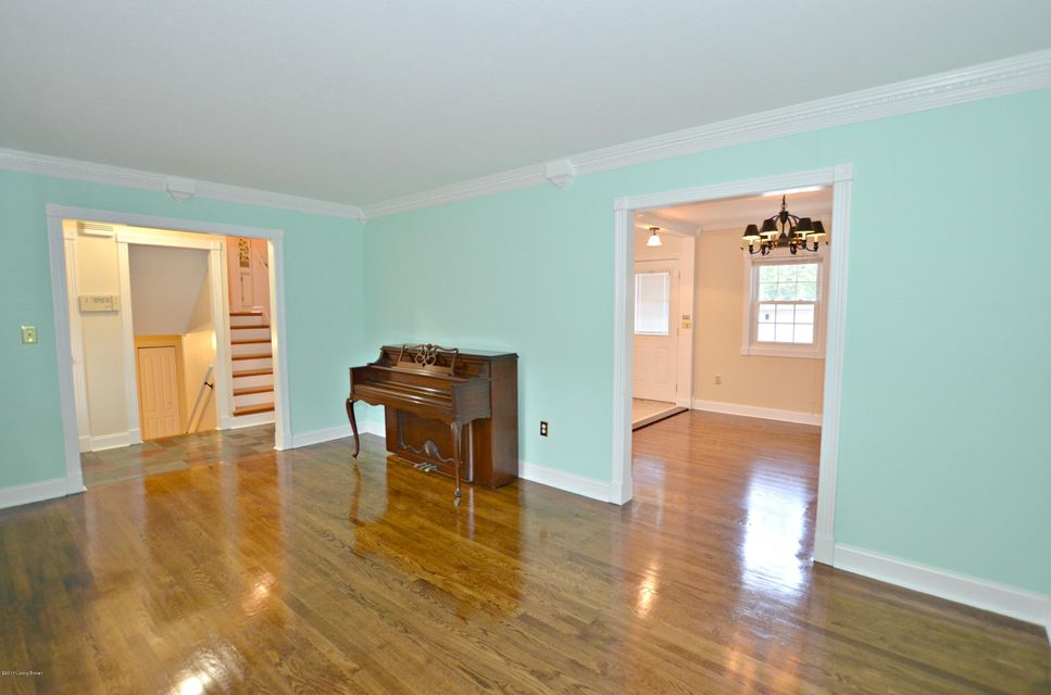 Additional photo for property listing at 5611 Tall Oaks Court  Louisville, Kentucky 40214 United States