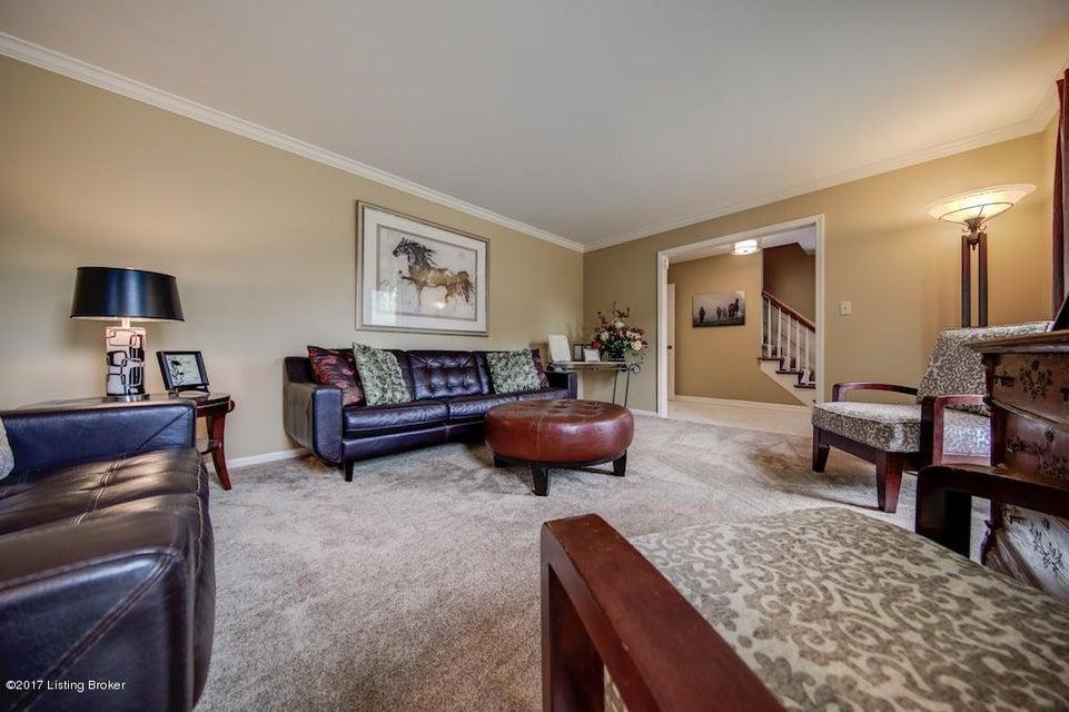Additional photo for property listing at 8706 Storrington Court 8706 Storrington Court Louisville, Kentucky 40222 United States