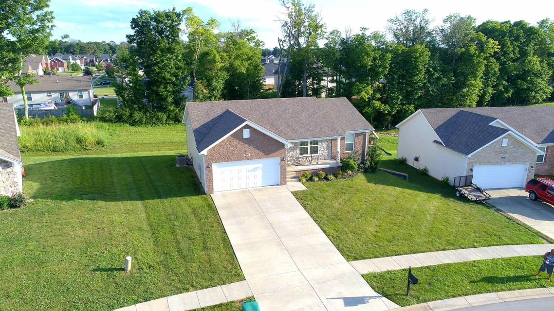 Single Family Home for Sale at 9445 Mossy Creek Way Louisville, Kentucky 40229 United States