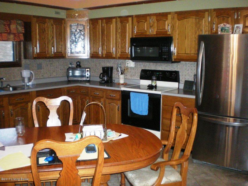 Additional photo for property listing at 12309 Springmeadow Drive 12309 Springmeadow Drive Louisville, Kentucky 40229 United States