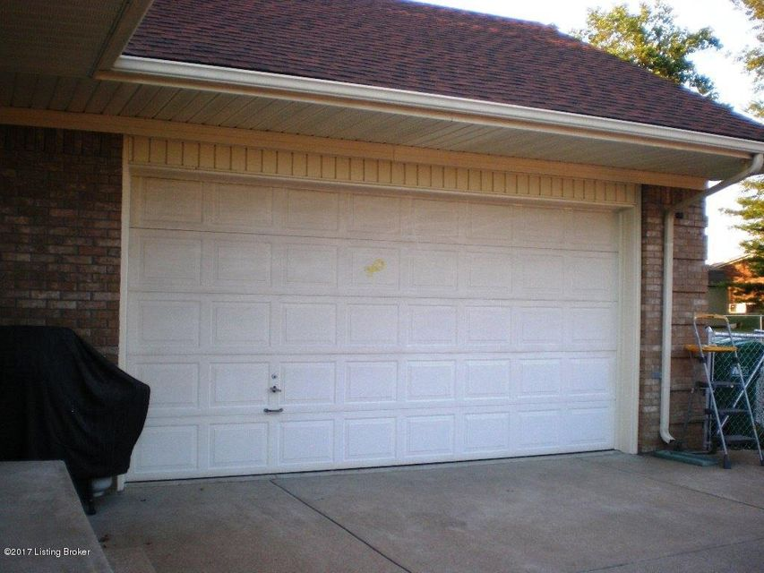 Additional photo for property listing at 12309 Springmeadow Drive  Louisville, Kentucky 40229 United States