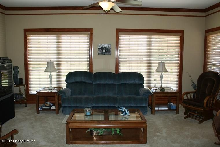 Additional photo for property listing at 7604 Hornbeck Farm Road  Louisville, Kentucky 40291 United States