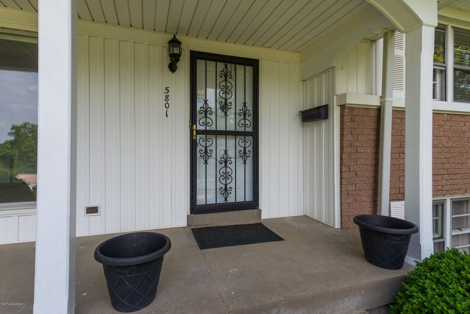 Additional photo for property listing at 5801 Bonfire Drive  Louisville, Kentucky 40207 United States