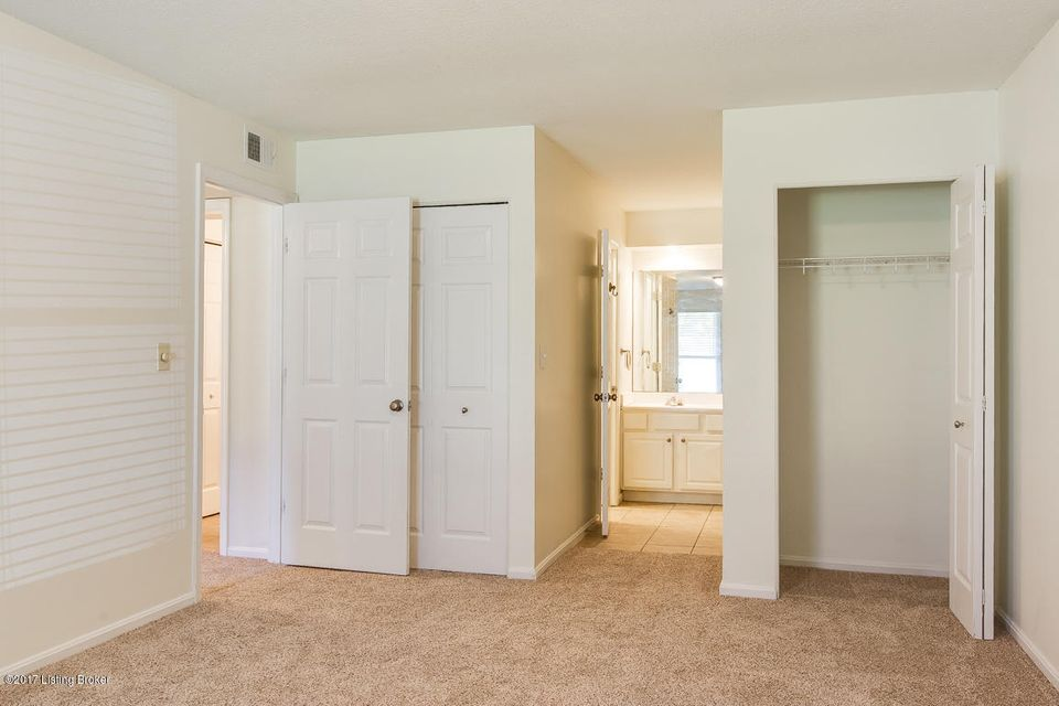 Additional photo for property listing at 304 La Fontenay Court  Louisville, Kentucky 40223 United States