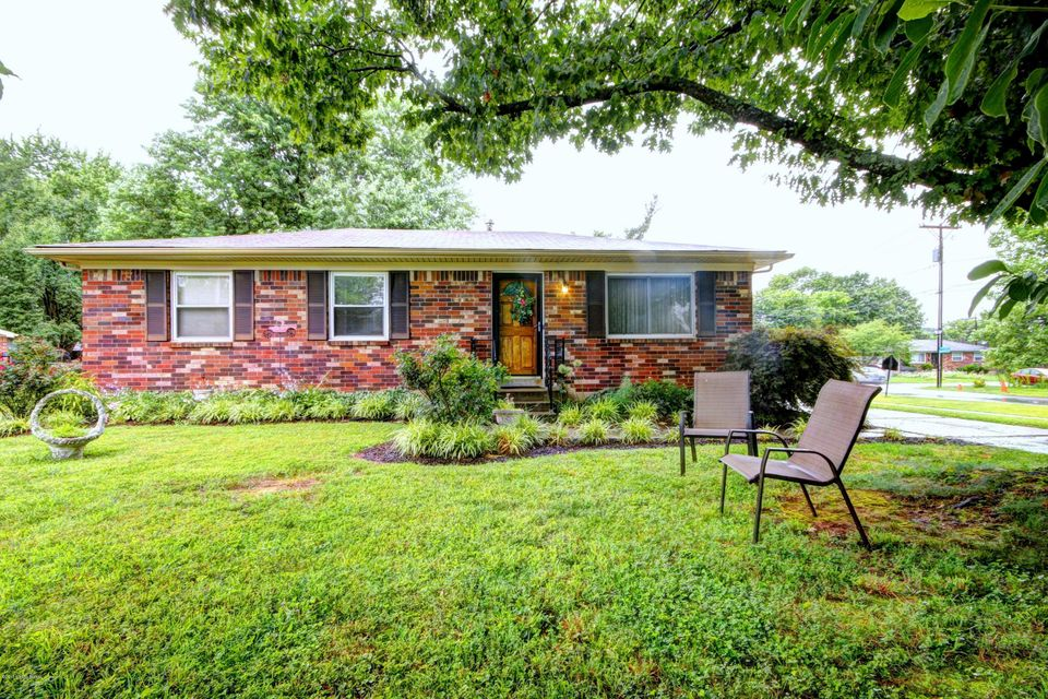 3600 Ember Cir, Jeffersontown, KY 40299
