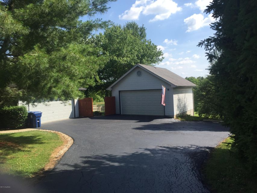 Additional photo for property listing at 4645 Grand Dell Drive  Crestwood, Kentucky 40014 United States