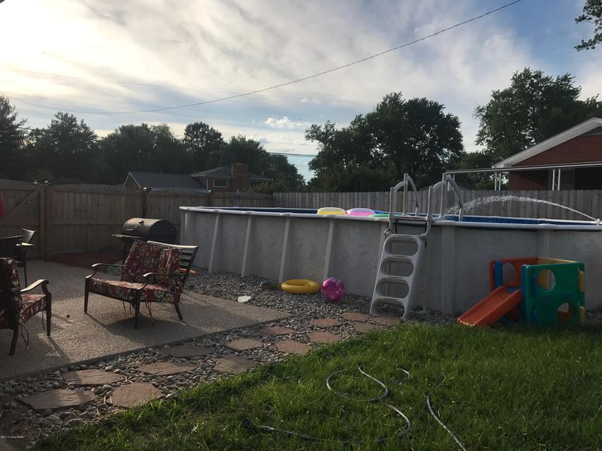 Additional photo for property listing at 8319 Seaforth Drive  Louisville, Kentucky 40258 United States