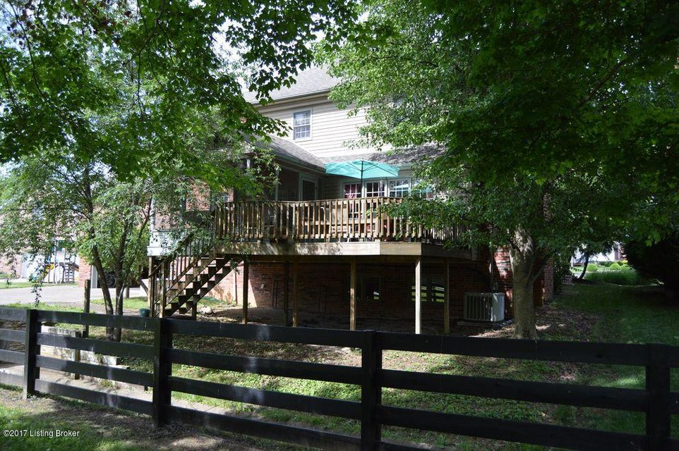 Additional photo for property listing at 8702 Twin Ridge Court  Lyndon, Kentucky 40242 United States