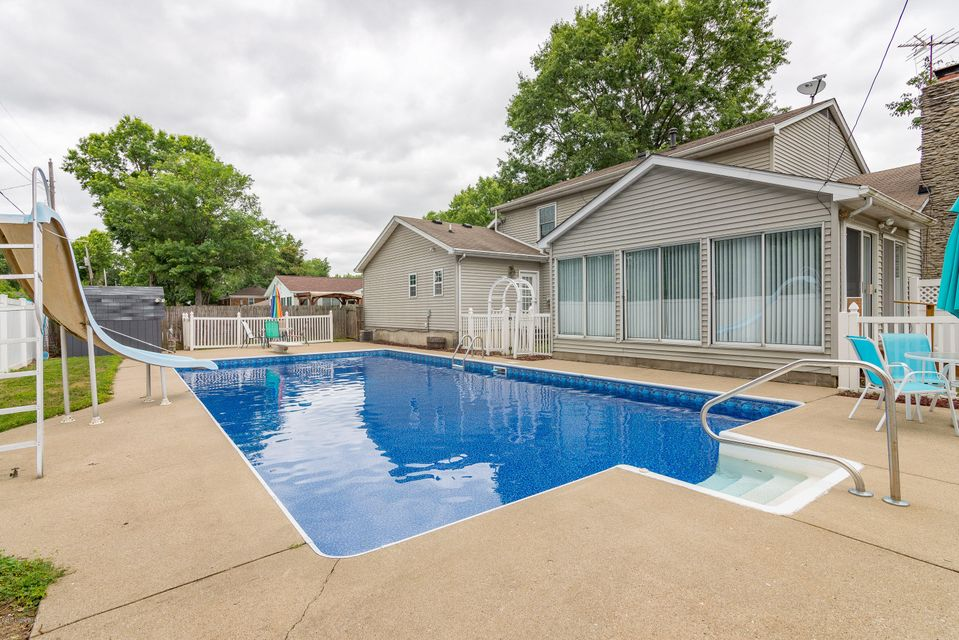 Additional photo for property listing at 1005 Dogwood Place  Jeffersonville, Indiana 47130 United States