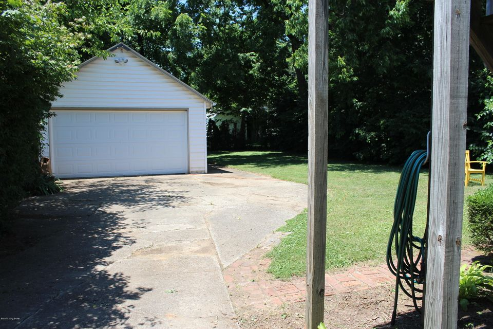 Additional photo for property listing at 110 Bonner Avenue  Louisville, Kentucky 40207 United States