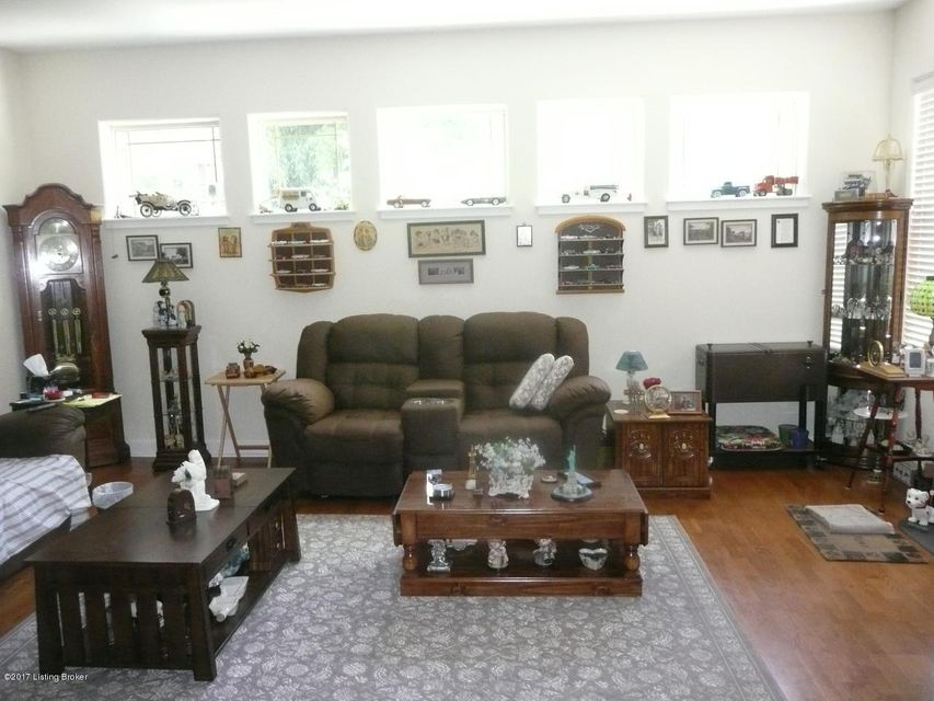 Additional photo for property listing at 2001 Lancashire Avenue  Louisville, Kentucky 40205 United States