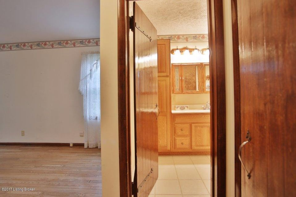 Additional photo for property listing at 9003 Grand Pointe Court  Louisville, Kentucky 40214 United States