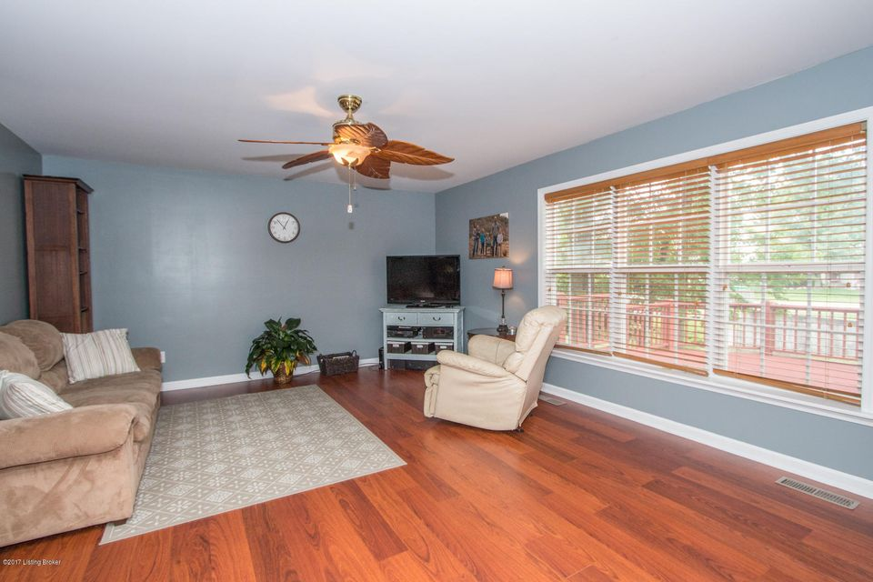 Additional photo for property listing at 11008 Brook Run Drive  Louisville, Kentucky 40291 United States