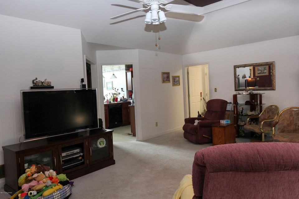 Additional photo for property listing at 9502 Montalto Drive  Jeffersontown, Kentucky 40299 United States