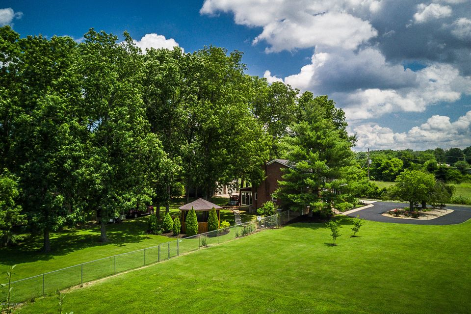 Additional photo for property listing at 8211 Thixton Lane  Louisville, Kentucky 40229 United States