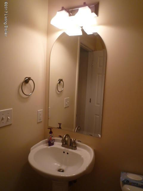 Additional photo for property listing at 402 Clare Lane  Louisville, Kentucky 40206 United States