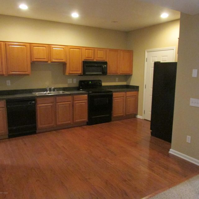Additional photo for property listing at 10326 Dorsey Village Drive  Louisville, Kentucky 40223 United States