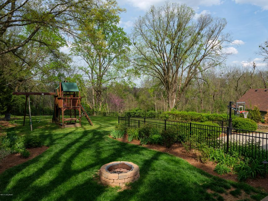 Additional photo for property listing at 2322 Village Drive  Louisville, Kentucky 40205 United States