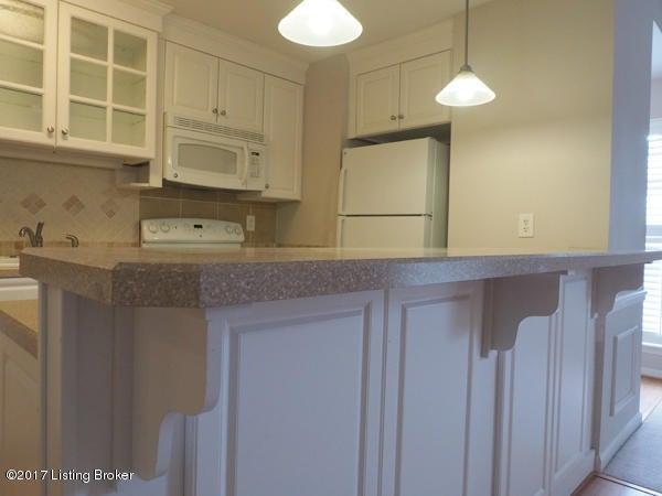Additional photo for property listing at 3813 Chamberlain Lane 3813 Chamberlain Lane Louisville, Kentucky 40241 United States