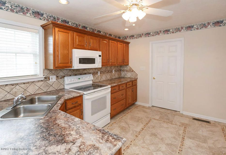 Additional photo for property listing at 10720 Bardstown Woods Blvd 10720 Bardstown Woods Blvd Louisville, Kentucky 40291 United States