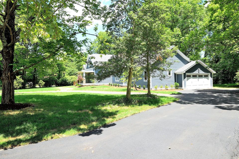 Additional photo for property listing at 12401 Mistletoe Road 12401 Mistletoe Road Anchorage, Kentucky 40223 United States