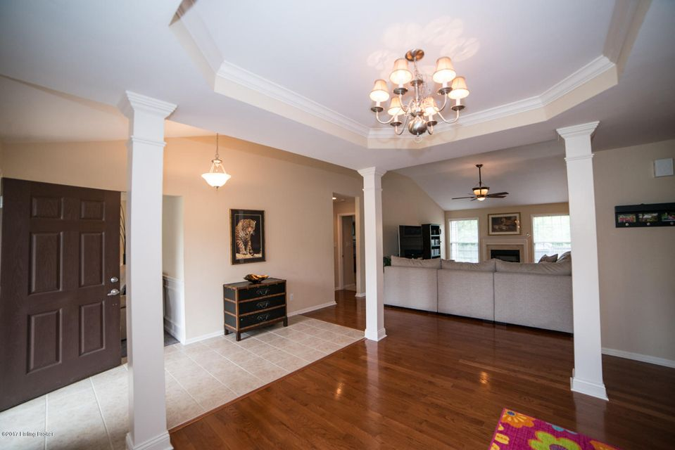 Additional photo for property listing at 8934 Gentlewind Way  Louisville, Kentucky 40291 United States