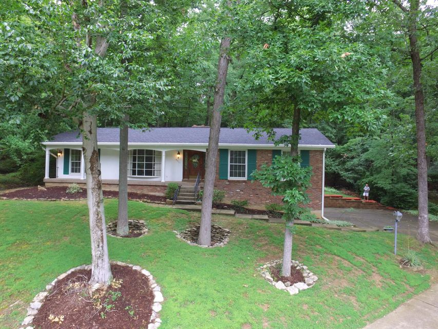 Single Family Home for Sale at 8911 Royal Oak Drive Louisville, Kentucky 40272 United States