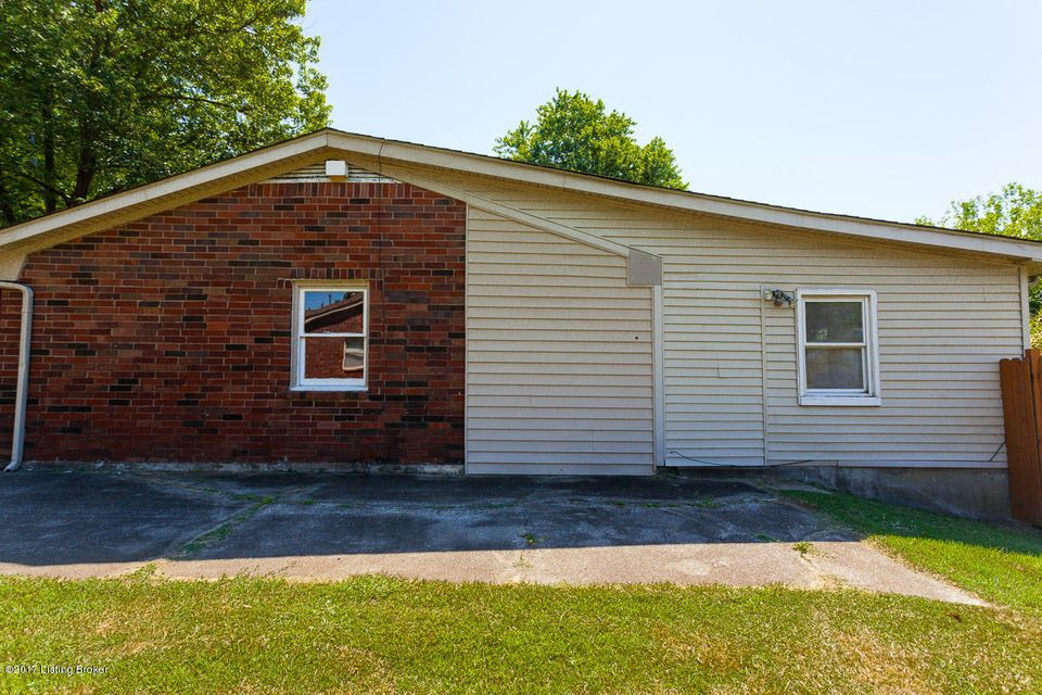 Additional photo for property listing at 6811 Reelfoot Lake Court  Louisville, Kentucky 40291 United States