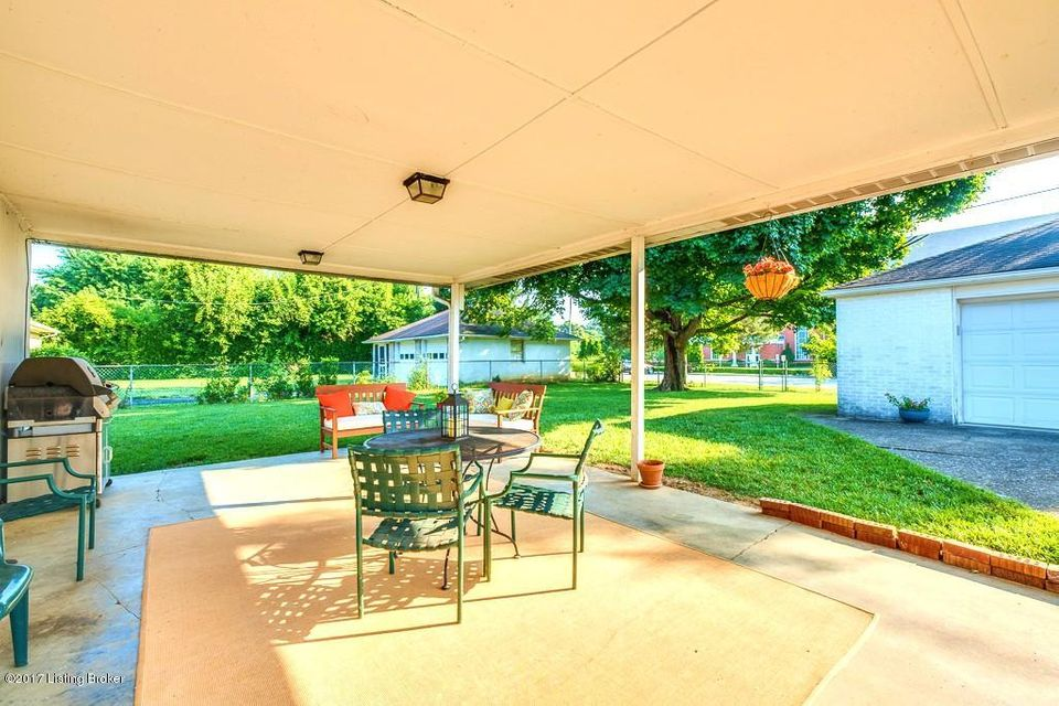 Additional photo for property listing at 713 Victoria Place  Louisville, Kentucky 40207 United States
