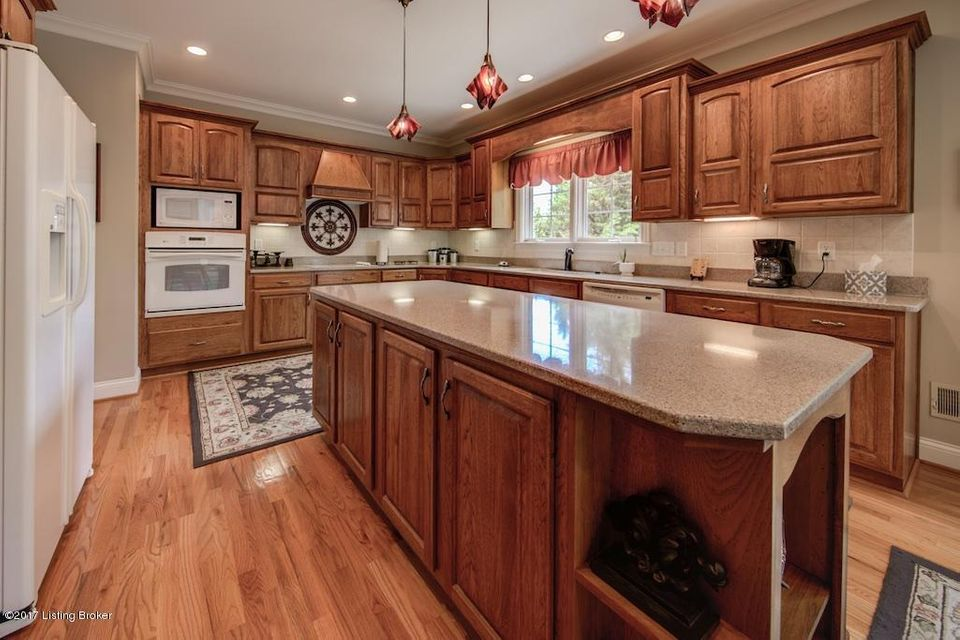 Additional photo for property listing at 8005 Blacksmith Court  Louisville, Kentucky 40291 United States