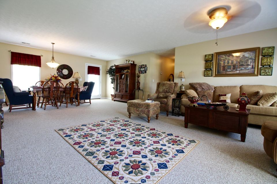Additional photo for property listing at 373 Valley View Drive  Vine Grove, Kentucky 40175 United States