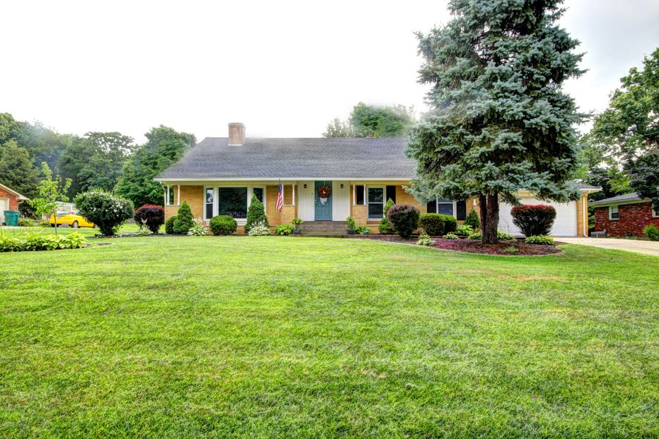 Single Family Home for Sale at 5405 Random Way Louisville, Kentucky 40291 United States
