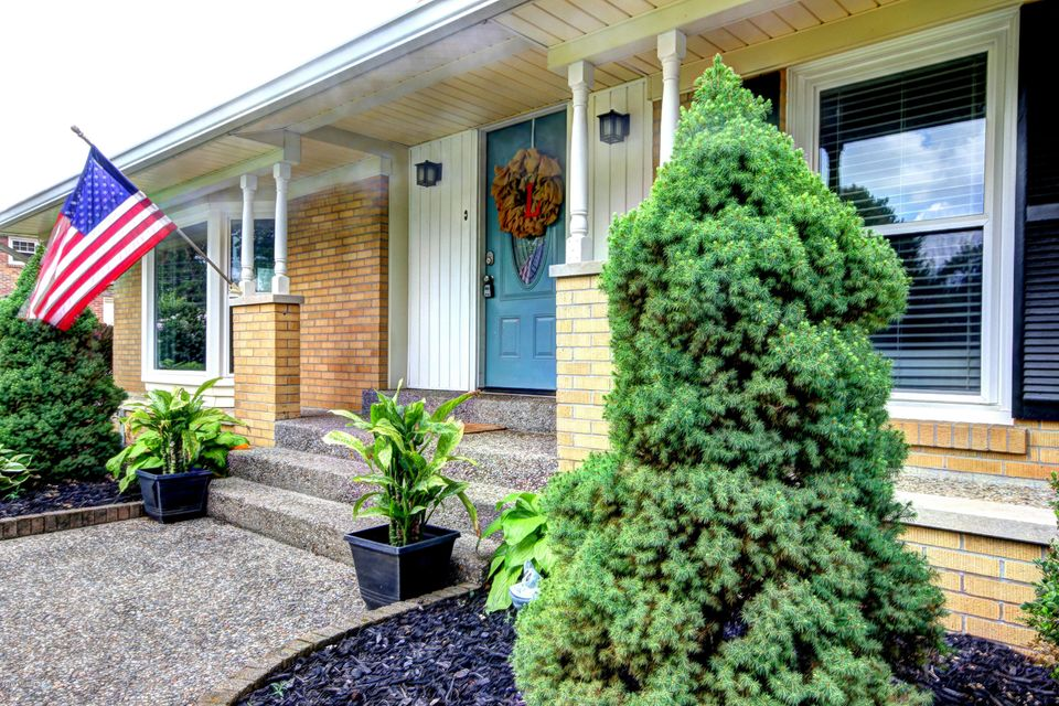 Additional photo for property listing at 5405 Random Way  Louisville, Kentucky 40291 United States