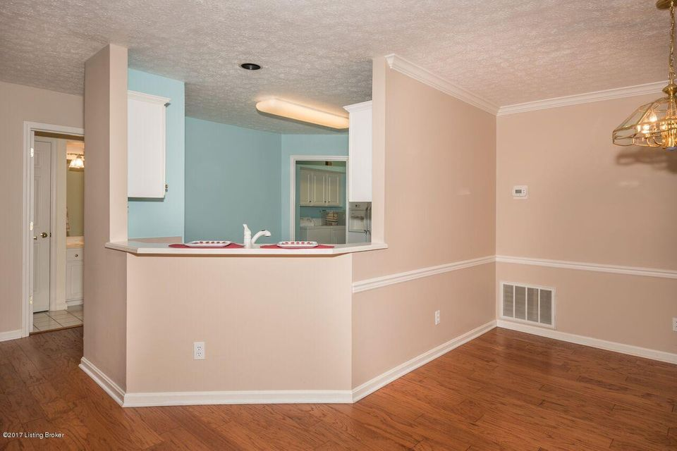 Additional photo for property listing at 1103 Fox Glen Way  Louisville, Kentucky 40242 United States