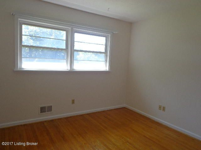 Additional photo for property listing at 4017 Blossomwood Drive  Louisville, Kentucky 40220 United States
