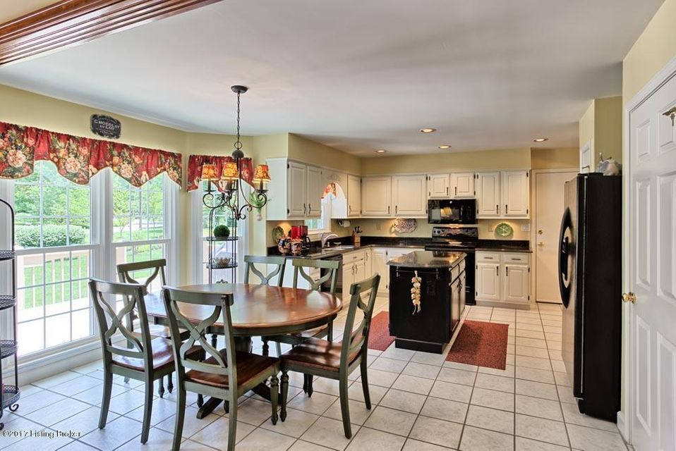 Additional photo for property listing at 817 Foxgate Road  Louisville, Kentucky 40223 United States